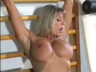 bodybuilding woman own pussy friendly at the gym!