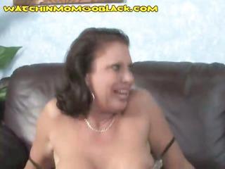 lady trades mouth with ebony stud