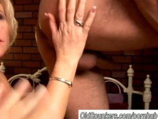 desperate mature lady molly gives a sloppy rimjob