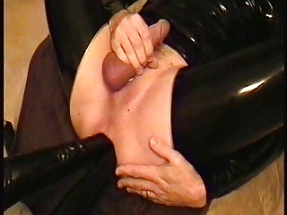 twin hand maiden wrecks my bottom