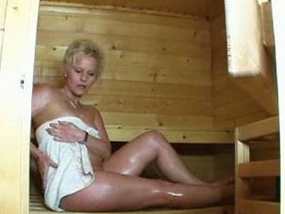 maturelady into der sauna