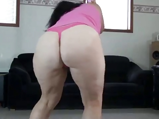 huge bottom lady shaking her anal