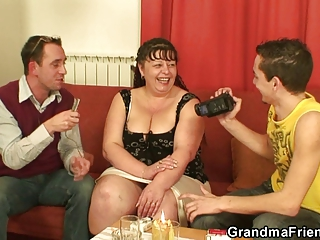 two guys fuck chubby grownup whore
