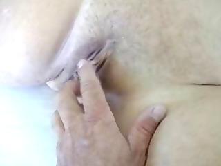 plump cougar woman pleasing