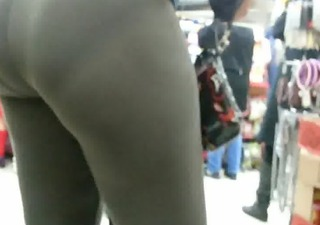 candid omg bubbled out brown spandex ass of nyc #